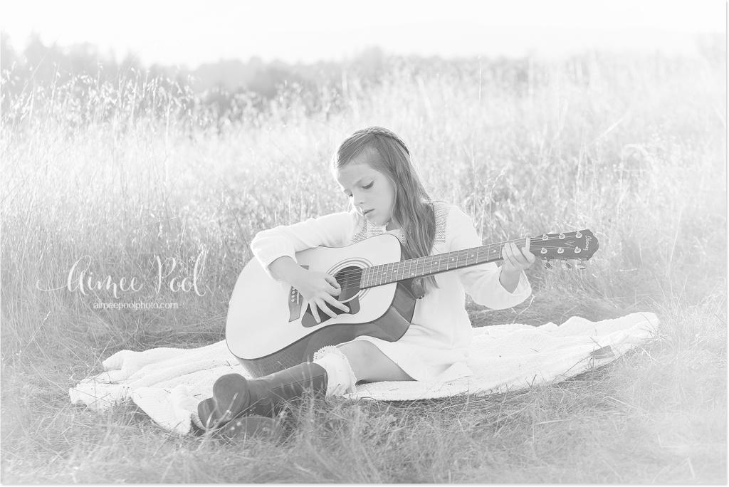 Girl Playing Guitar - www.aimeepoolphoto.com